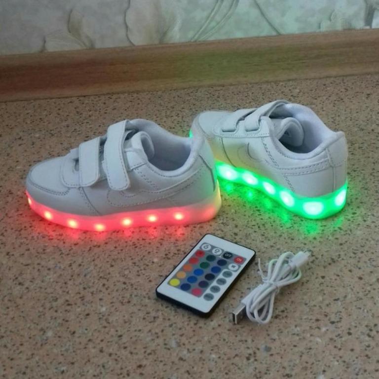 Зарядное устройство встраивается в подошву обуви