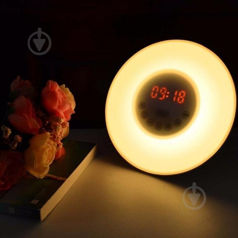 Часы-будильник имитируют восход солнца