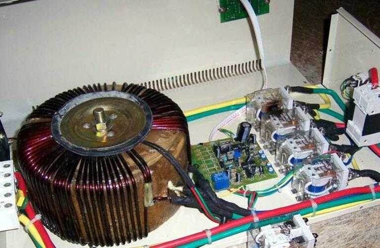 Электронные стабилизаторы напряжения