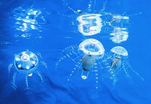 Робот медуза работает на воде